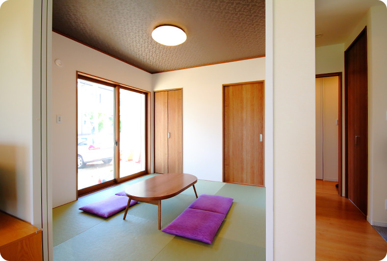 LDKの一角のモダンな和室