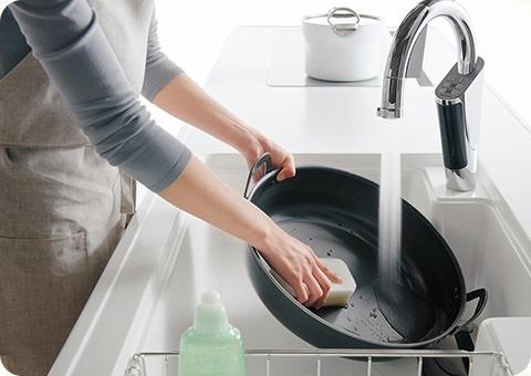 大きなお鍋もラクラク洗えるシンク